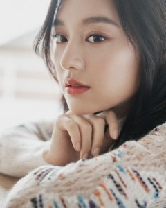 배우 김지원이 코로나19 피해 극복을 위해 월드쉐어에 기부했다(사진 솔트엔터테인먼트 제공)