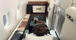 삼성전자 오디오 브랜드 AKG의 노이즈 캔슬링 헤드폰 N700이 대한항공 퍼스트클래스 전용 공식 헤드폰으로 선정됐다
