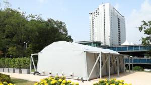 삼성서울병원에 설치된 이동형 선별진료소. 음압병리실은 쉽게 설치가 가능하며 외부와 내부 공기를 차단해 감염원의 확산을 방지한다