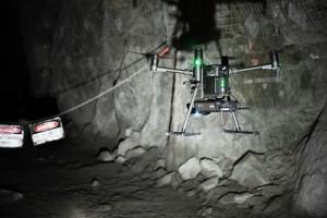 벨로다인의 라이다 센서를 사용하는 호버맵에 대한 에메센트의 AL2 기술을 통해 회사는 광산, 토목 공사, 통신 인프라 및 재난 대응 환경과 같은 접근하기 어려운 환경에서 데이터를 신속하게 매핑, 탐색 및 수집할 수 있다