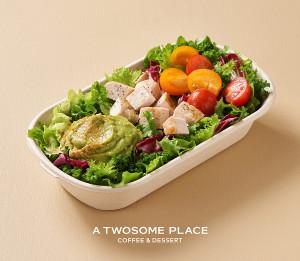 투썸플레이스가 선보이는 과카몰리 치킨 샐러드
