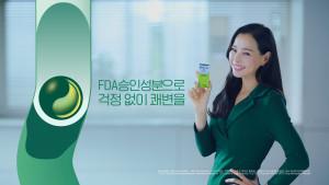 둘코락스가 배우 이하늬와 모델 재계약 및 신규 광고를 공개했다