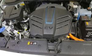 엔진룸 주황색 배선은 고압선이므로 절대 손대선 안 된다