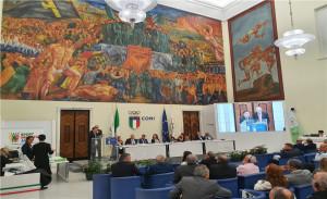 국제직장인체육연맹(CSIT) 제41차 이탈리아 로마 총회에서 한국 유치계획을 제안하고 있는 어명수 회장