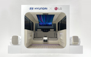 LG전자가 24일 현대자동차와 협업해 제작한 아이오닉 콘셉트 캐빈을 선보였다