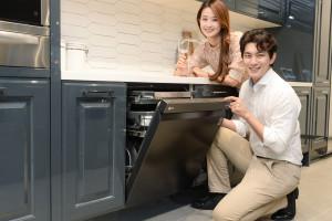 LG전자가 디오스 식기세척기 스팀 빌트인 전용 신제품을 출시했다