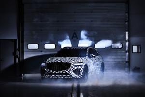 제네시스가 지-매트릭스 패턴으로 감싼 GV70을 공개했다
