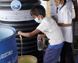 아랍에미리트가 20by2020 캠페인의 일환으로 캄보디아 오지 마을에 정수 솔루션을 배치했다