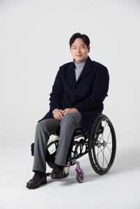 휠체어 사용자를 위한 의류를 만드는 하티스트