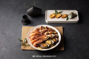 호텔 서울드래곤시티가 취향대로 선택 구매하는 설 선물 세트를 선보인다