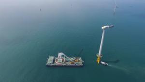 서남해 해상풍력 1단계 실증사업(2018년)에 대한전선의 케이블이 시공되고 있다