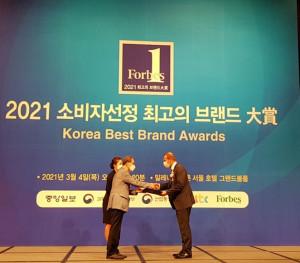드롱기가 '2021 소비자선정 최고의 브랜드 대상' 시상식에서 커피머신 부문 대상을 수상했다