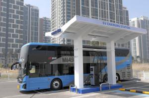 인천선진교통 충전차고지에서 촬영한 이층 전기버스