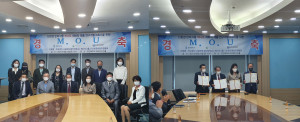 학교법인 서림학원과 케나프그룹, 한국취업지원협회가 업무 협약을 맺고 기념촬영을 하고 있다