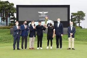 왼쪽부터 잭 니클라우스 골프클럽 코리아 김종안 대표, KPGA 구자철 회장, 제네시스 브랜드 장재훈 사장, 이재경 선수, 김호석 캐디, PGA Christian Hardy 수석 부사장, European Tour Keith Pelley CEO가 2021 제네시스 챔피언십...