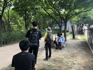 청소년환경봉사단 '숲틈' 5차 시 와룡공원 모니터링 활동 모습