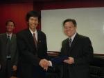 (왼쪽) VDC의 Troung Hoai Trang 부사장 (오른쪽) 다우데이타시스템 해외사업총괄 임무호 부장