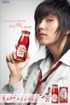 """롯데칠성음료가 지난 2월 25일에 출시한 웰빙주스  """"미녀는 석류를 좋아해""""가 출시 한 달여(35일) 만에 음료 신제품 가운데 최단기간 매출 100억 원을 돌파했다."""