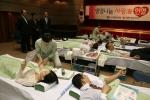 수협은 나눔경영을 실천하고자 4월 26일(목) 본점 2층 강당에서 본부 및 수도권 영업점 임직원이 참여하는 가운데 헌혈 했다.