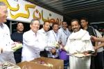 라마단 시작일인 13일(현지시간) 삼성물산 이상대 사장이 이집트의 카이로아메리칸대학을 찾아 김종덕 현장소장(左)과 이프타르(일몰 후 저녁식사)를 함께 배식하며 현지 근로자들을 격려