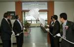 롤스-로이스 UTC 현판식 (롤스-로이스 콜린 스미스 부회장(왼쪽 세번째)과 부산대학교 김인세 총장(오른쪽 세번째))