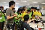 네오위즈를 방문해 현장 실무자들에게 자세한 설명을 듣고 있는 '커리어 위크' 캠프 참가자들.