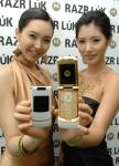 모토로라, 화려한 골드 앤 화이트로 부활한 3G폰 레이저 룩(RAZR LúK) 출시