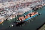 로테르담 항에 입항 중인 현대상선 컨테이너선