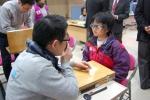 에실로코리아는 지난 23일, 강릉 관동대에서 진행된 2012 평창 동계 스페셜 올림픽 프레대회의 '선수 건강증진 프로그램'에 참여해 선수 시력교정을 위한 자원봉사를 펼쳤다고 밝혔다