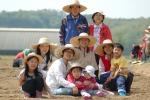 지난 해 경기도 이천에서 열린 샘표 유기농 콩농장에 참여한 가족