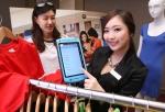 모토로라솔루션은 17일 오전 서울 플라자 호텔에서 기자 간담회를 갖고 의류브랜드 매장에서 모바일 POS로 활용 가능한 모토로라솔루션의 첫 기업용 태블릿 컴퓨터 'ET1'을 비롯해
