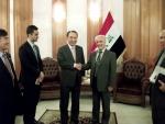 강덕수 STX그룹 회장(사진 가운데 왼쪽)이 지난 7일 이라크를 방문, 바그다드 부총리관저에서 알 샤리스타니(Hussain Al-Shahristani, 사진 가운데 오른쪽) 이라크