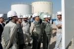 강덕수 STX그룹 회장(사진 오른쪽에서 3번째)은 최근 이라크 디와니야(Diwaniyah) 지역을 방문, 디젤발전플랜트 건설 현장을 시찰하고 현지 임직원들을 격려했다.