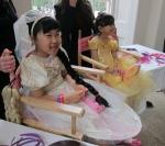 월트디즈니가 지난 20일 주최한 '라푼젤의 로얄 티파티(Rapunzel's royal tea party)'에 참가한 '정하은'양이 라푼젤과 같은 긴 머리 분장을 하고 라푼