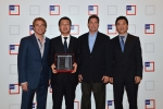 현대상선이 미 JC페니사로부터 2012년 'International Supply Chain Provider(국제 물류 공급망)' 상을 수상했다. (최순규 현대상선 중국본부장(왼쪽
