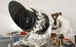 NASA의 MRO에 HiRISE 카메라를 장착하는 모습
