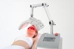 리프팅 시술 후 생기는 부기와 멍을 빠르게 회복하도록 도와주는 광 조사기 스마트룩스(사진제공=매드믹스)