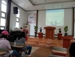 장애인시설에서 수도권지부 강사가 강의를 진행하고 있다.
