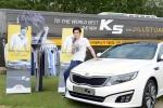 기아자동차는 '더 뉴 K5 스타일 버스' 안에 마련된 드레스룸에서 스타일링과 사진촬영의 기회를 제공하는 'Make Your Style' 이벤트를 실시한다.
