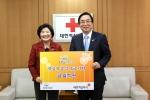 LIG손해보험은 소외 아동 지원 위해 대한적십자사에 1억 원을 전달했다.