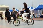 테일지 전기자전거가 2014 원주 대학생 한마음 축제에 참가 대학생들을 대상으로 시승회를 가졌다.