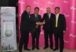 LG CNS와 타우론전력 관계자들이 사업의 성공적 수행을 다짐하고 있다. 사진 좌측부터 타우론전력 최고 운영 책임자 마렉 클레쉬제프스키(Marek Kleszczewski) 부사장,