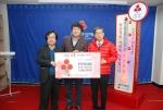 한국의약품유통협회 대구·경북지회 회원들은 십시일반 모은 이웃사랑 3백만원 성금을 전달했다.