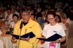 KMI한국의학연구소 임직원 대표가 노사협력과 윤리헌장 선언을 하고 있다.