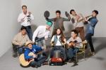 캠핑퍼스트 이동환 대표(보컬)와 바우드 박성호 대표(기타리스트)외 TFT이 캠핑용품으로 하모니를 구성하고 있다.