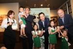 스타벅스가 한국사회복지협의회 푸드뱅크에 우유사랑라떼 기금 1억원을 전달했다