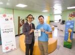 한국 CA 테크놀로지스가 CA 테크놀로지스 과학놀이터를 오픈했다. 오픈 후 한국 CA 마이클 최 사장(오른쪽)과 동대문종합사회복지관 이성복 관장이 기념촬영을 하고 있다