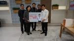 맛있는 나눔 캠페인 참여를 기념하는 (왼쪽부터) 한국사회복지협의회 이준호 푸드뱅크사업단 차장, 모옥희 나눔사업본부장, 최현우 ㈜유래에프앤에스 대표, 임현식 (주)정성에프에스 대표,