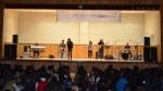 The Play가 12월 8일 호원중학교에서 공연하고 있다