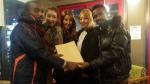 가수 삼순이가 에티오피아 원주민 수술을 격려했다